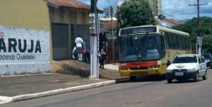 Haitianos chegam a casa alugada pela rede de supermercados - Foto: Ricardo Costa / AGORA MT