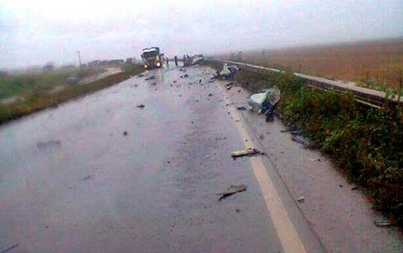 O carro das vítimas ficaram destruídos - Foto: Jefferson Lopes/reprodução