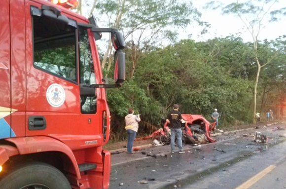Carro em que as vítimas estavam - Foto Ronaldo Teixeira / AGORA MT