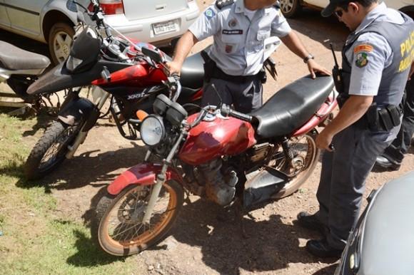 Moto em que o suspeito estava - Foto: Ronaldo Teixeira / AGORA MT