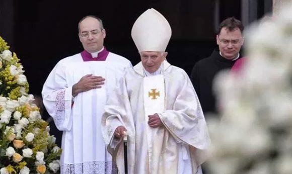 Papa ordena revisão de processo de anulação de casamentos