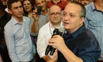 Pedro Taques discursando na convencao estaudal do PDT