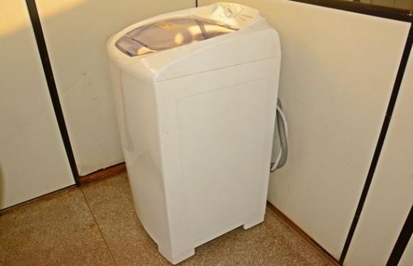 Suspeito de furtar lavadora de roupas é agredido por populares