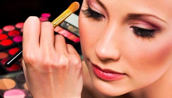 Conselho da Mulher Empresária da Acir realiza 'Workshop Maquiagem'