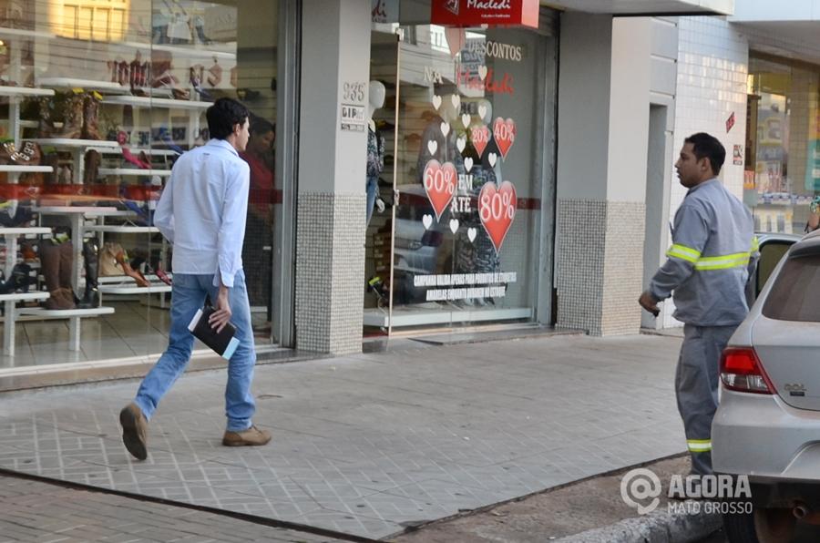 Imagem: Pessoas trabalhadores centro comercio