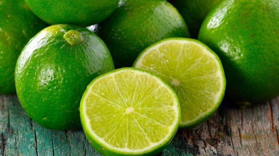 Imagem: limao Conheça 7 frutas que ajudam a eliminar o inchaço