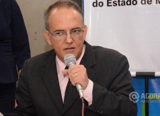 José Carlos do Patio em assembléia com secretário de saúde-Foto:Messias Filho/AGORA MT