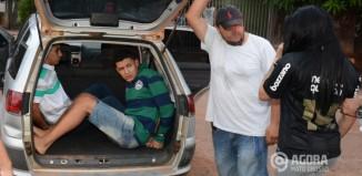 Acusados sendo conduzidos para a viatura.Foto:Varlei Cordova/AGORAMT