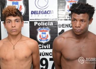Detidos pela derf Claudio Roberto e José Conceição suspeito de roubo. Foto: Varlei Cordova/AGORAMT