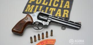 Pm prende menores com arma de fogo no Bairro Padre Lothar .Foto: Varlei Cordova/AGORA MT