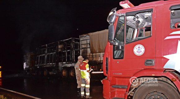 Corpo de Bombeiros no local do incêndio - Foto : Messias Filho / AGORA MT