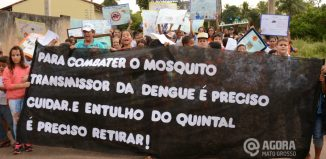Passeata com os alunos na rua notificando ao combate com a dengue na Escola Gisélio da Nobrega 02 - Foto : Varlei Cordova / AGORA MT