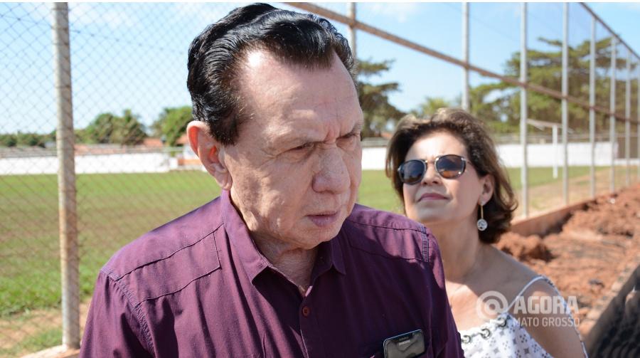 Carlos Bezerra visita a quadra da Vila Mamed - Foto: Varlei Cordova/ AGORA MT