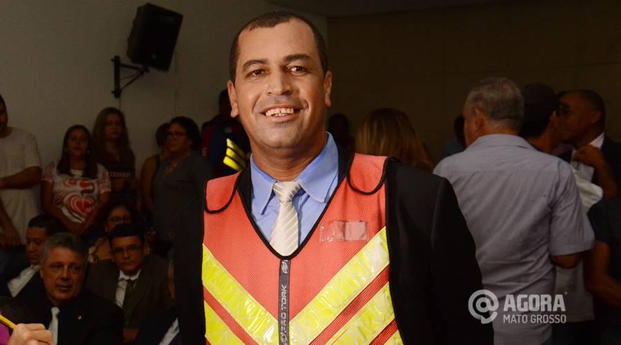 Imagem: João Mototaxi vai de colete na diplomação