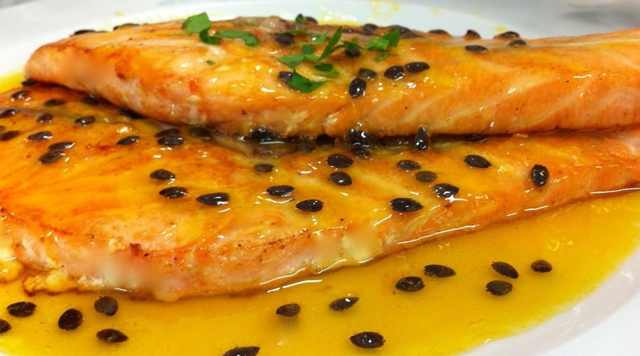 Imagem: salmão ao molho de maracujá