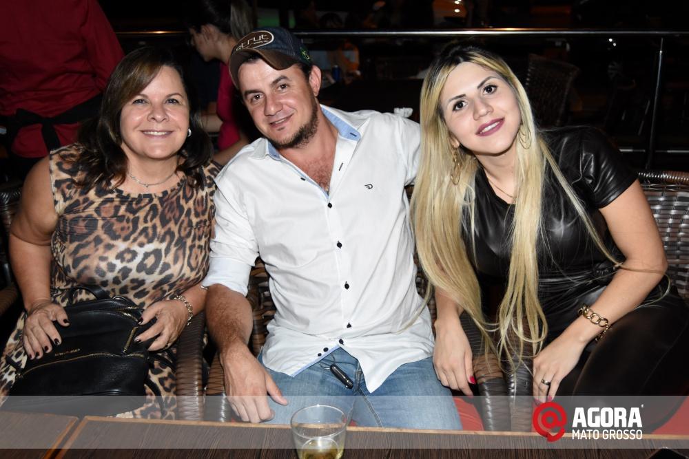 Imagem: Luciana Oliveira animou à noite de terça feira em Rondonópolis    1 (16)