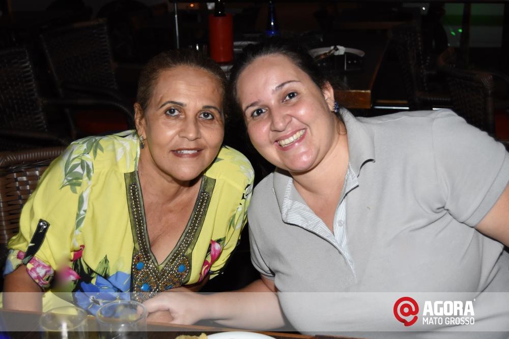 Imagem: Luciana Oliveira animou à noite de terça feira em Rondonópolis    1 (19)