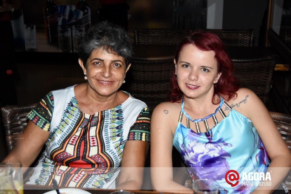 Imagem: Luciana Oliveira animou à noite de terça feira em Rondonópolis    1 (22)