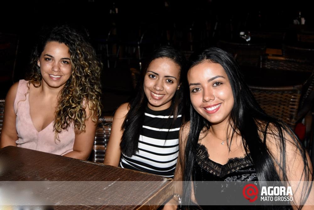 Imagem: Luciana Oliveira animou à noite de terça feira em Rondonópolis    1 (28)