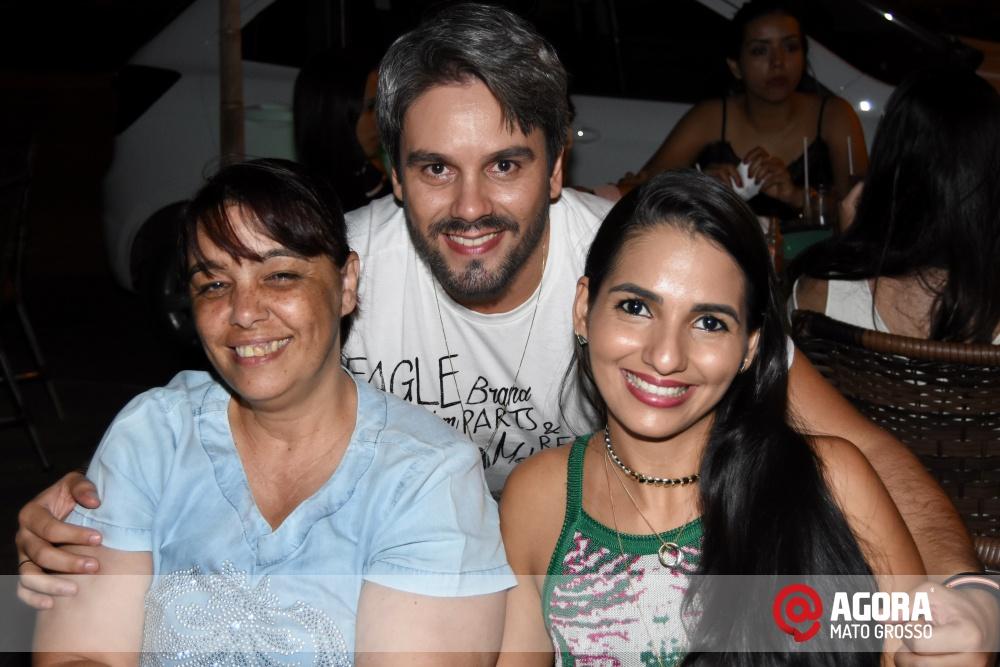 Imagem: Luciana Oliveira animou à noite de terça feira em Rondonópolis    1 (31)
