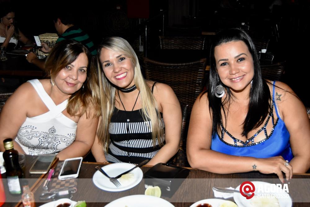 Imagem: Luciana Oliveira animou à noite de terça feira em Rondonópolis    1 (7)