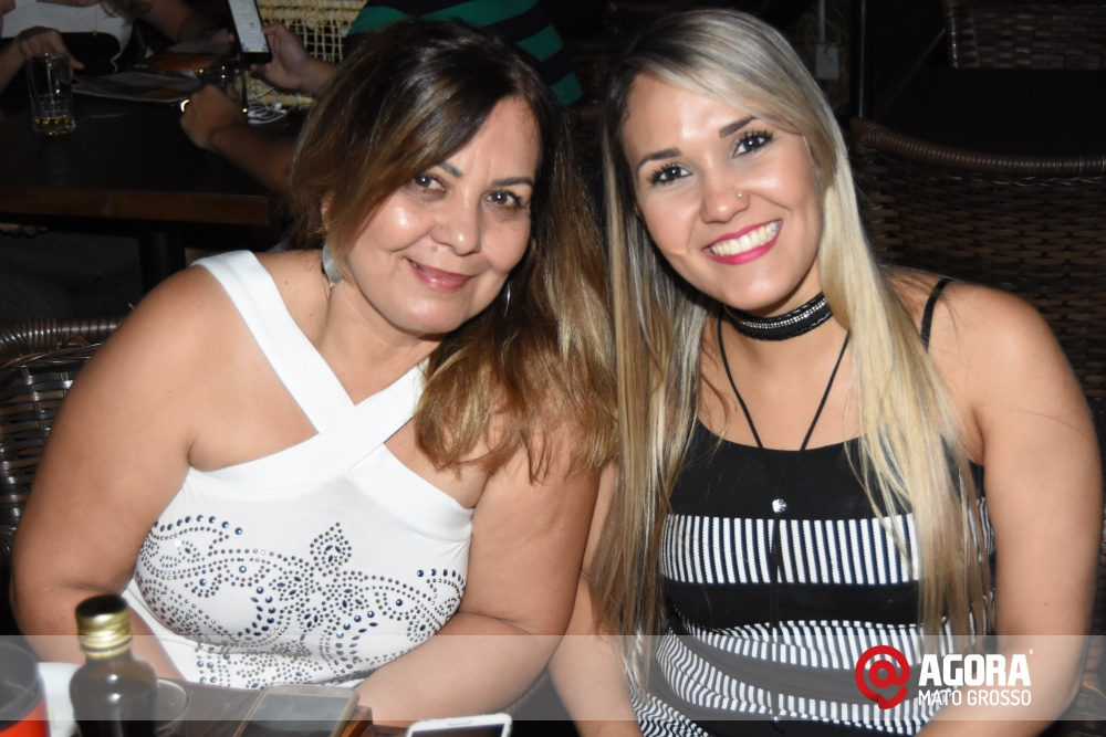 Imagem: Luciana Oliveira animou à noite de terça feira em Rondonópolis    1 (8)
