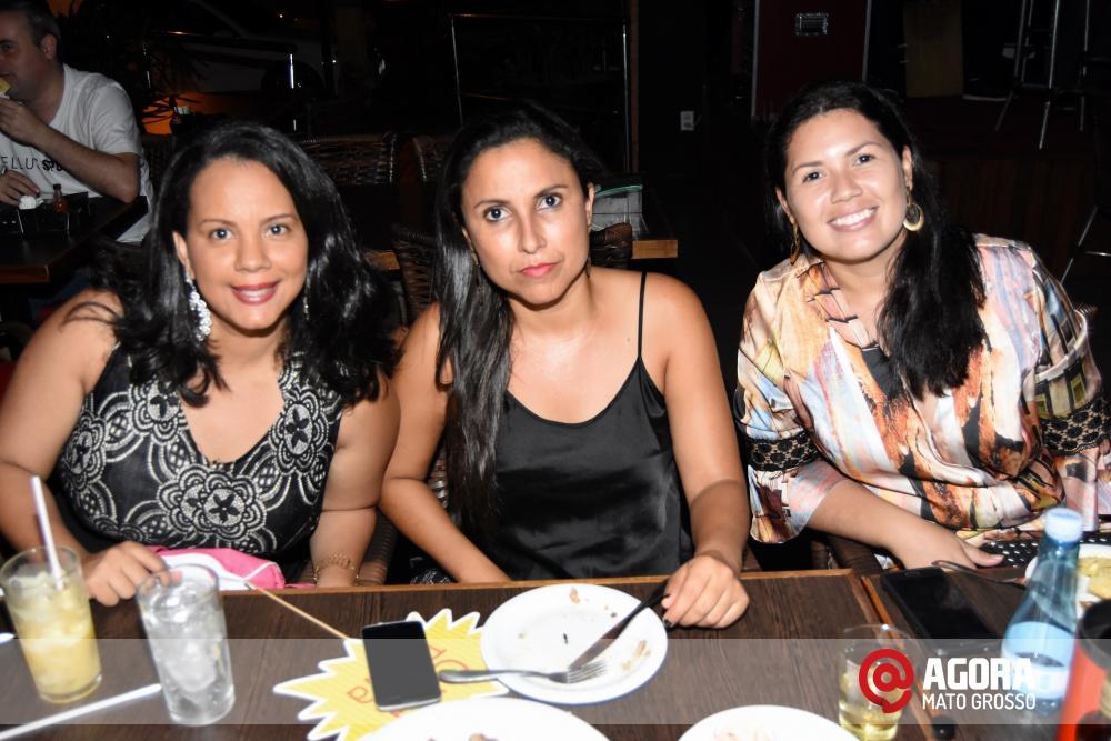 Imagem: Luciana Oliveira animou à noite de terça feira em Rondonópolis    1 (9)