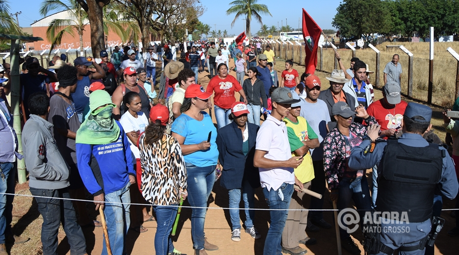 MST invade fazenda do Senador Blairo Maggi - Foto: Varlei Cordova/ AGORA MT