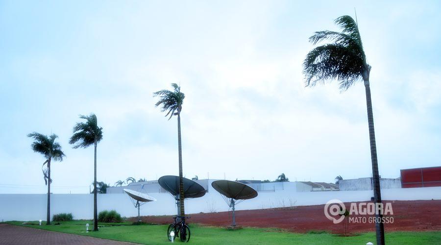Imagem: Vento e chuva muda o clima em Rondonópolis