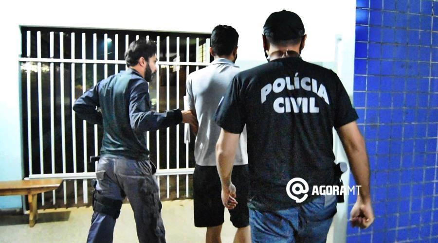 Imagem: Policiais civis escoltando suspeito de homicidio em Guioratinga Acusado de estuprar e matar jovem em Guiratinga é levado para Mata Grande