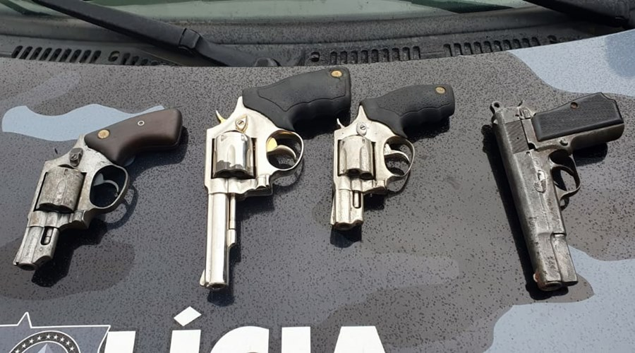 Imagem: Armas apreendidas pela PMMT Abordagem termina com 4 suspeitos mortos em confronto com a Força Tática