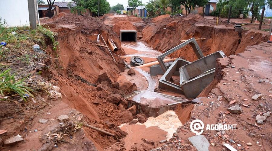 Imagem: Chuva causa destruicao na Ruas das Perdizes no Paineiras roo Após chuva, ruas ficam intransitáveis em Rondonópolis