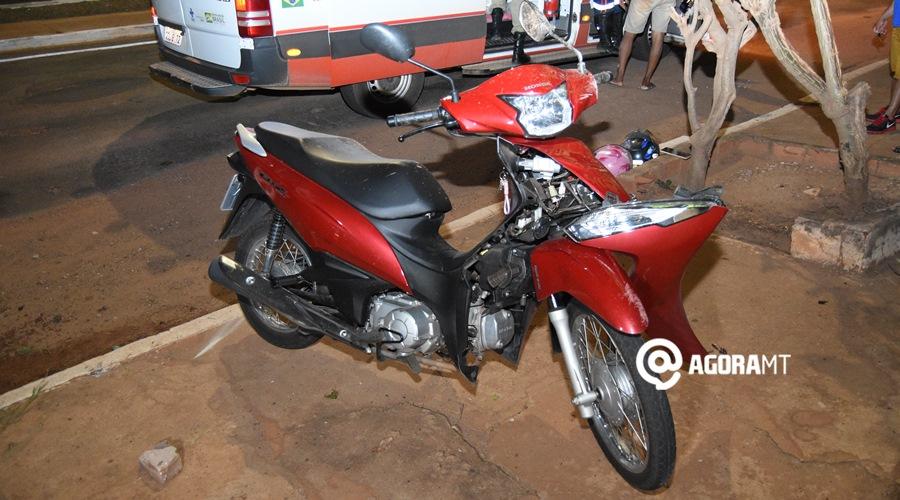 Imagem: Moto das vitimas Motorista atropela casal em moto e foge sem prestar assistência às vítimas