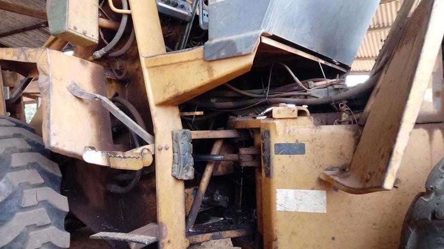 Imagem: PA CARREGADEIRA Trabalhador morre prensado entre pneu e concha de pá carregadeira