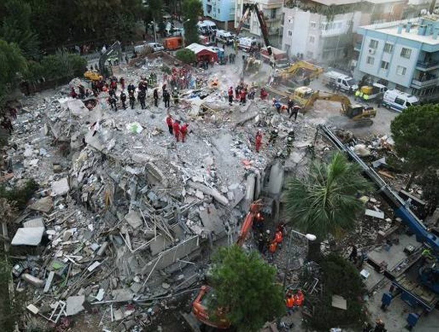 Imagem: lOCAL ONDE EDOIFICIOS DESABARAM NA Turquia Cerca de 180 pessoas ainda estão soterradas na Turquia, após terremoto