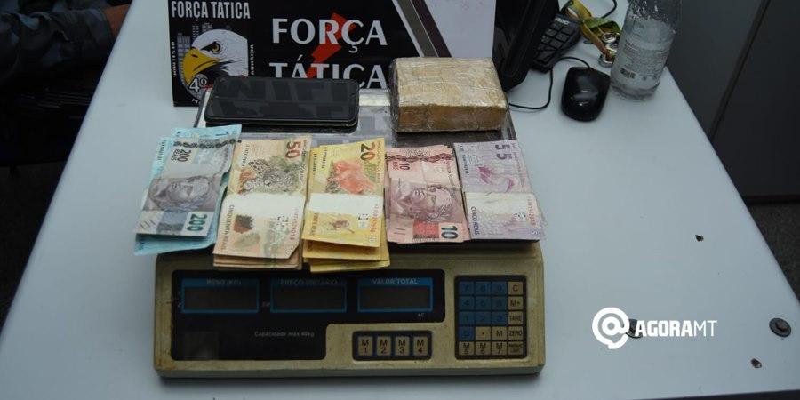 Imagem: Balanca de precisao droga e dinheiro localizado Força Tática prende suspeito com droga, dinheiro e balança de precisão