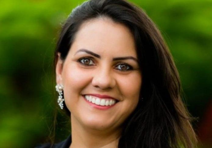 """Imagem: Professora Doani no Top 10 Professora brasileira está entre os finalistas do """"Nobel da Educação"""""""