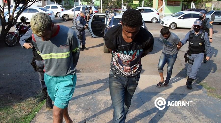 Imagem: Suspeitos de roubo detidos pela PM Após roubo, PM faz cerco e prende bandidos com arma de fogo