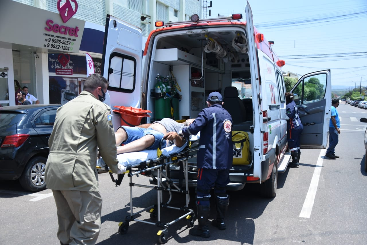 Imagem: homem ferido Um homem morre e outro fica ferido após tentativa de assalto no centro