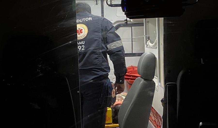 Imagem: resgate Tangara 'Fechada' por carro, mulher perde o controle da moto e cai