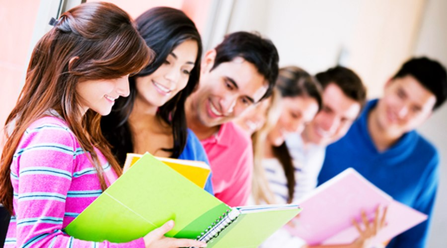Imagem: Estudantes 1 Simulador mostra onde e o quê estudar com base na nota do Enem
