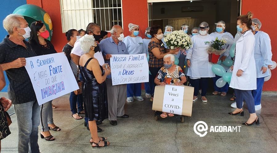 Imagem: Homenagem a idosa que venceu a covid 19 Idosa de 100 anos recebe alta após se curar da Covid-19
