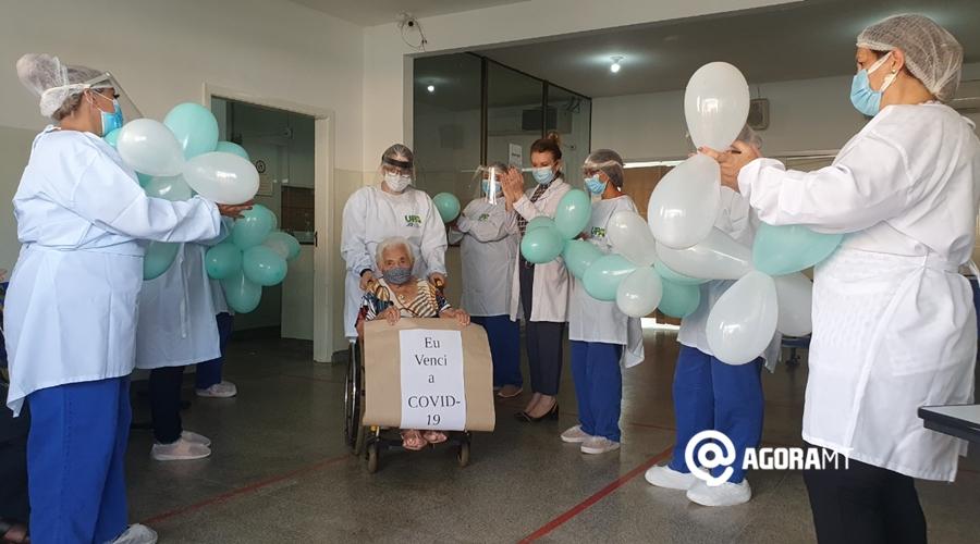 Imagem: Idosa que venceu a covid 19 Idosa de 100 anos recebe alta após se curar da Covid-19