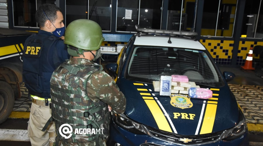 Imagem: PRF exercito com droga apreendida PRF faz vistoria em ônibus e com êxito prende duas mulas com cocaína