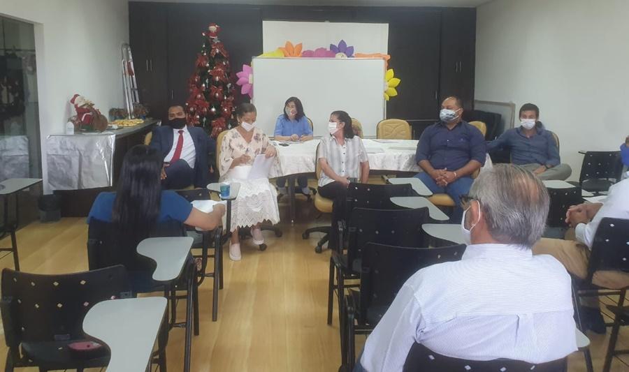Imagem: REUNIAO SANEAR Conselheiros recebem informações sobre os trabalhos executados pelo Sanear