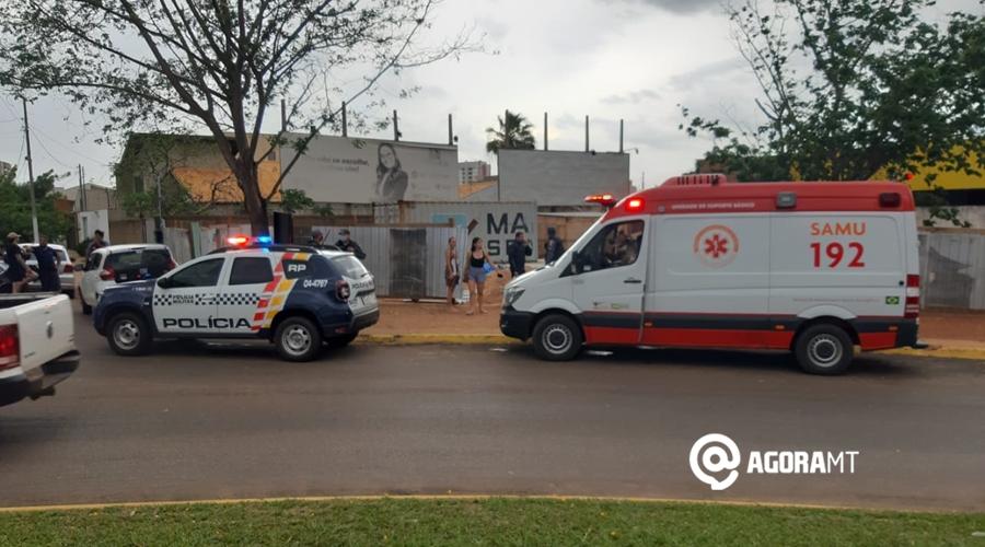 Imagem: Samu atendendo vitima de acidente na Vila Aurora Motociclista fica ferido ao perder o controle em rotatória