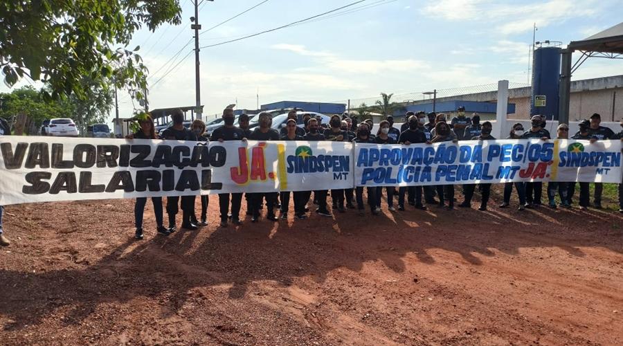 Imagem: Valorizacao salarial SINDESPEN Policiais Penais impedem saída de presos da penitenciária do Capão