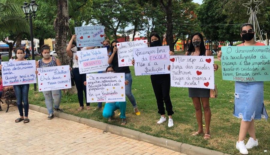Imagem: manifesto 1 Pais, professores e diretores fazem manifesto em apoio ao retorno das aulas da Educação Infantil
