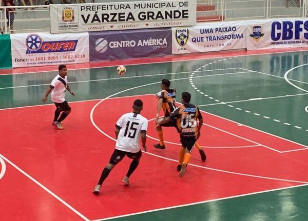 Imagem: mixto panelinha copacentroameirca Mixto estreia com derrota e X-10 na Copa Centro América de Futsal