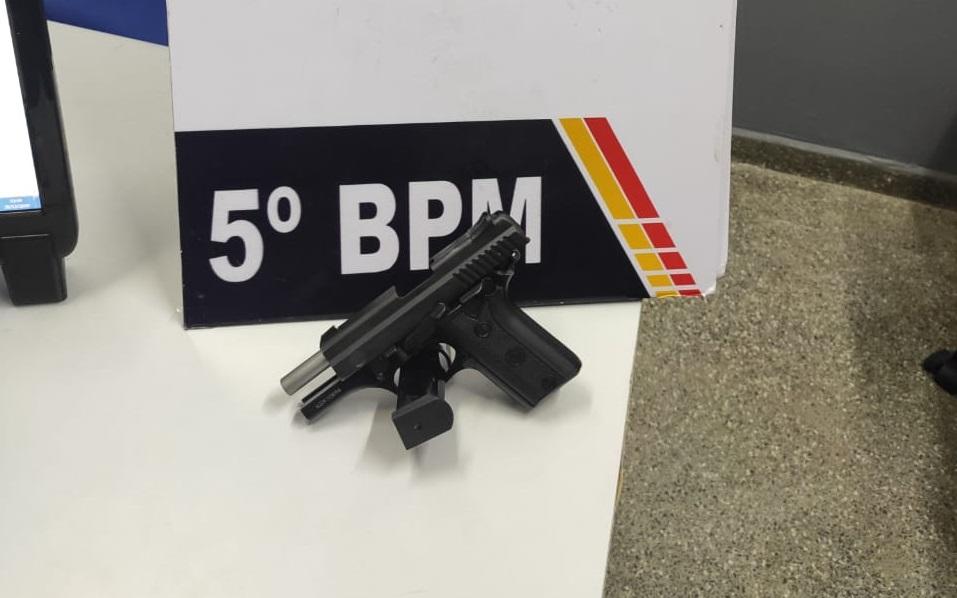 Imagem: pistola Briga de vizinhos por cachorros termina com arma apreendida